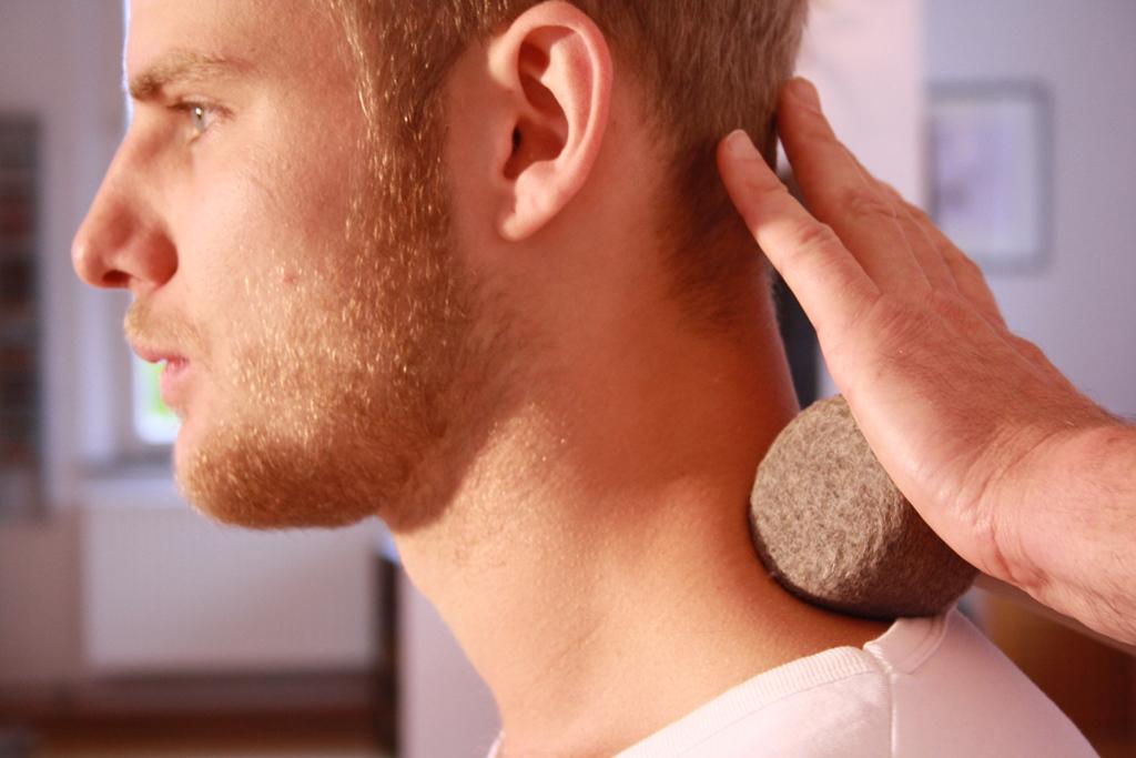 Lösende Faszienarbeit am Nacken