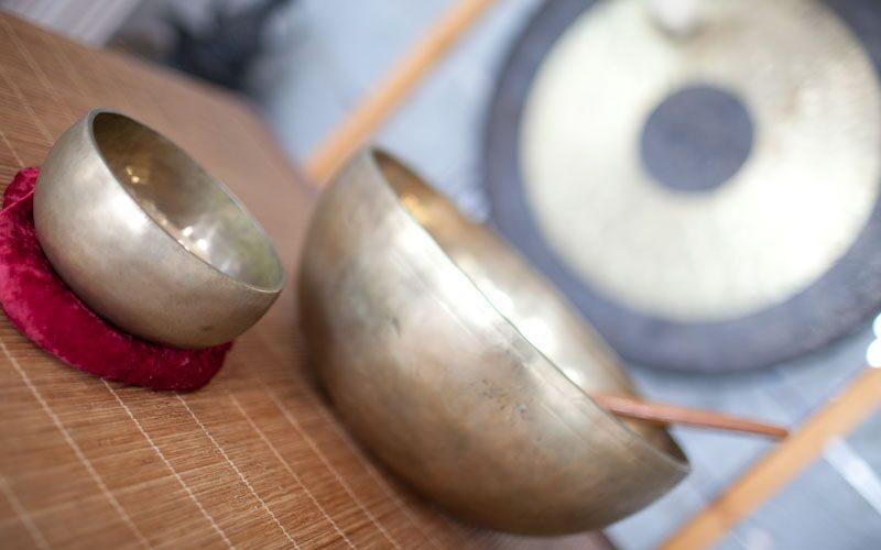 Schale und Gong